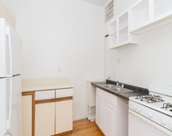 3BR at 633 W Oakdale Ave - Photo 1