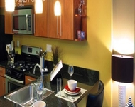 2 Bedrooms, River North Rental in Chicago, IL for $3,115 - Photo 1