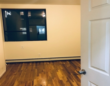 274 Willoughby Avenue - Photo Thumbnail 3