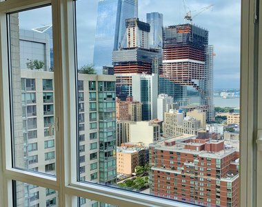 320 West 38th Street - Photo Thumbnail 5