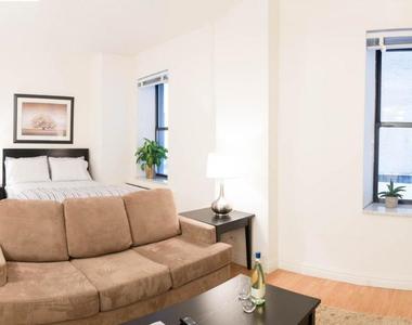 6th Avenue - Photo Thumbnail 0