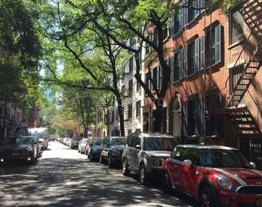 Sullivan Street - Photo Thumbnail 5
