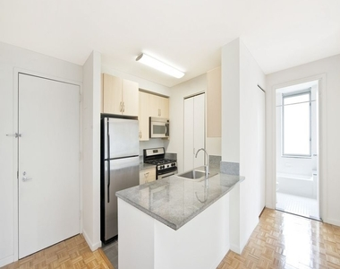 271 West 47th Street - Photo Thumbnail 2