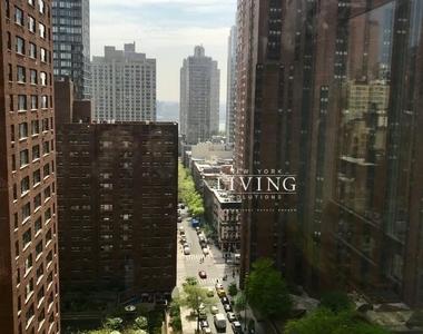 East 92nd Street - Photo Thumbnail 11