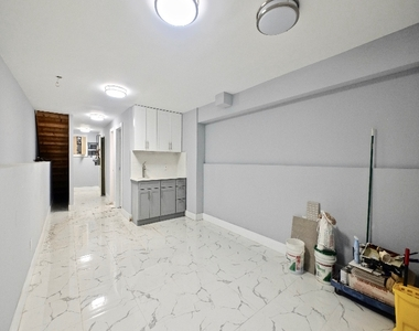 1675 Sterling Place - Photo Thumbnail 10