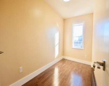 1675 Sterling Place - Photo Thumbnail 4
