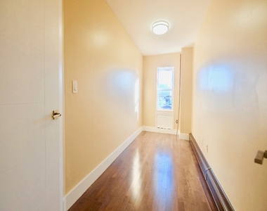 1675 Sterling Place - Photo Thumbnail 5