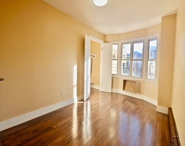 1675 Sterling Place - Photo Thumbnail 2