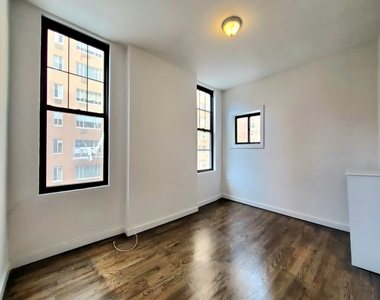 985 Lexington Avenue - Photo Thumbnail 0