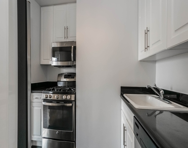 888 8th Avenue - Photo Thumbnail 2