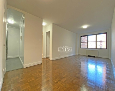 NO BROKERS FEE And 1 MONTH FREE *Union square/Flat Iron generous size 1 bed in full service building  - Photo Thumbnail 5