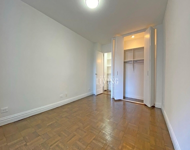 NO BROKERS FEE And 1 MONTH FREE *Union square/Flat Iron generous size 1 bed in full service building  - Photo Thumbnail 1