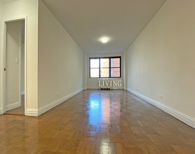 NO BROKERS FEE And 1 MONTH FREE *Union square/Flat Iron generous size 1 bed in full service building  - Photo Thumbnail 7