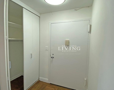 NO BROKERS FEE And 1 MONTH FREE *Union square/Flat Iron generous size 1 bed in full service building  - Photo Thumbnail 10