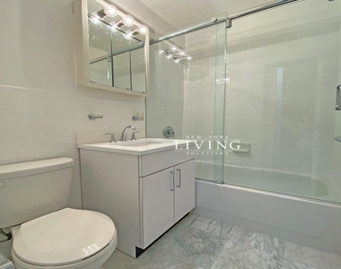 NO BROKERS FEE And 1 MONTH FREE *Union square/Flat Iron generous size 1 bed in full service building  - Photo Thumbnail 9