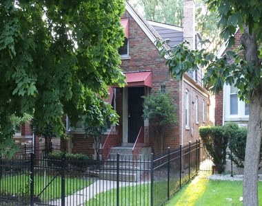 7949 South Woodlawn Avenue, Chicago, Illinois 60619