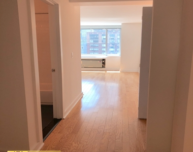 101 W End Ave - Photo Thumbnail 8