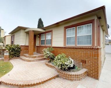 8934 South 12th Avenue, Inglewood, California 90305