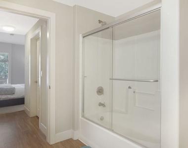 1060 S Glendon Ave - Photo Thumbnail 8