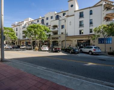 1060 S Glendon Ave - Photo Thumbnail 42