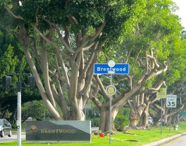 1168 S Barrington Ave - Photo Thumbnail 27