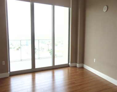 3470 E Coast Ave - Photo Thumbnail 8