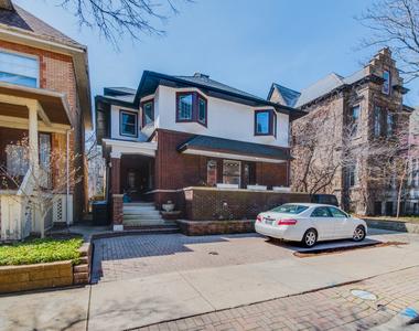 829 West Junior Terrace, Chicago, Illinois 60613