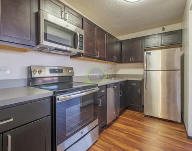 555 West Madison - Photo Thumbnail 8