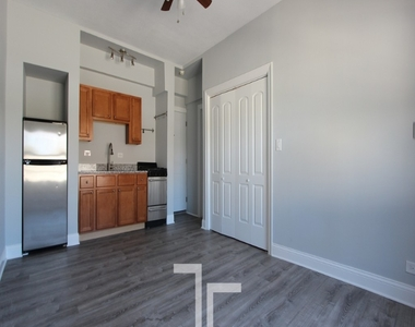 4555 N Malden St - Photo Thumbnail 2