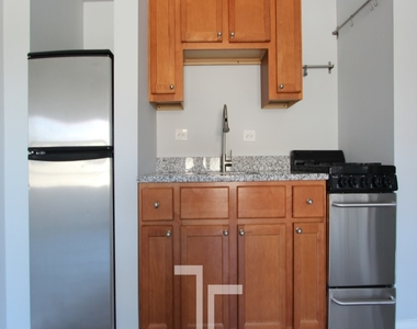 4555 N Malden St - Photo Thumbnail 0