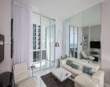 15901 Collins Ave - Photo Thumbnail 7
