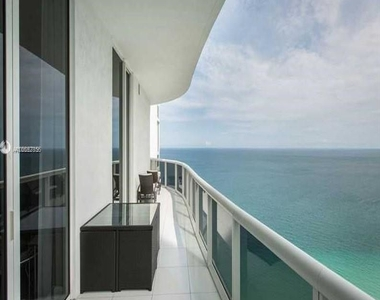 15901 Collins Ave - Photo Thumbnail 0