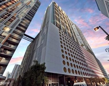 500 Brickell Ave - Photo Thumbnail 20