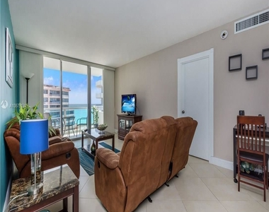 5161 Collins Ave - Photo Thumbnail 4