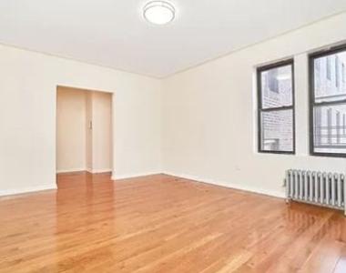 Jackson Heights, NY, 11372 - Photo Thumbnail 6