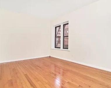 Jackson Heights, NY, 11372 - Photo Thumbnail 3