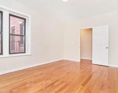 Jackson Heights, NY, 11372 - Photo Thumbnail 4