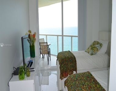16699 Collins Ave - Photo Thumbnail 18