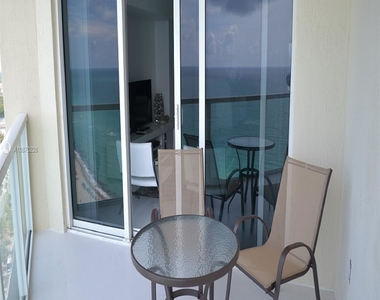 16699 Collins Ave - Photo Thumbnail 8
