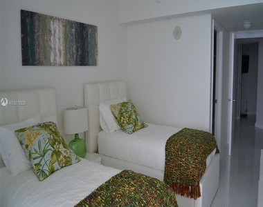16699 Collins Ave - Photo Thumbnail 20