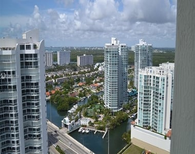 16699 Collins Ave - Photo Thumbnail 3