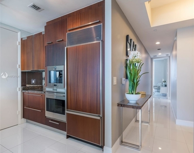 15811 Collins Ave - Photo Thumbnail 4