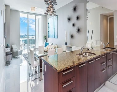 15811 Collins Ave - Photo Thumbnail 3