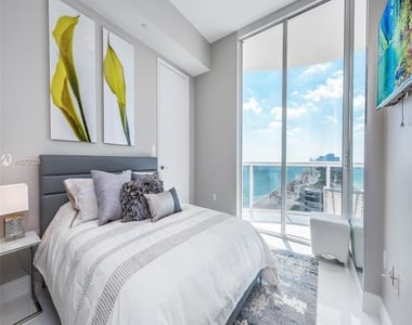 15811 Collins Ave - Photo Thumbnail 10