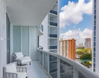 15811 Collins Ave - Photo Thumbnail 8