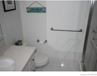 5161 Collins Ave - Photo Thumbnail 15
