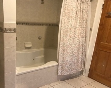 12 Bath - Photo Thumbnail 11