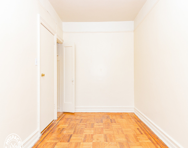 377 Montgomery Street - Photo Thumbnail 4