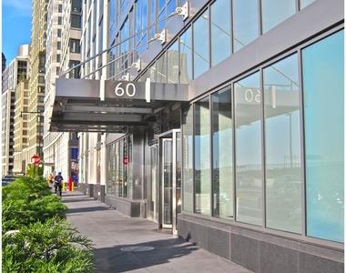 60  Riverside Blvd - Photo Thumbnail 1