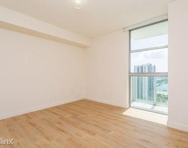 1601 Northeast Miami Place - Photo Thumbnail 5